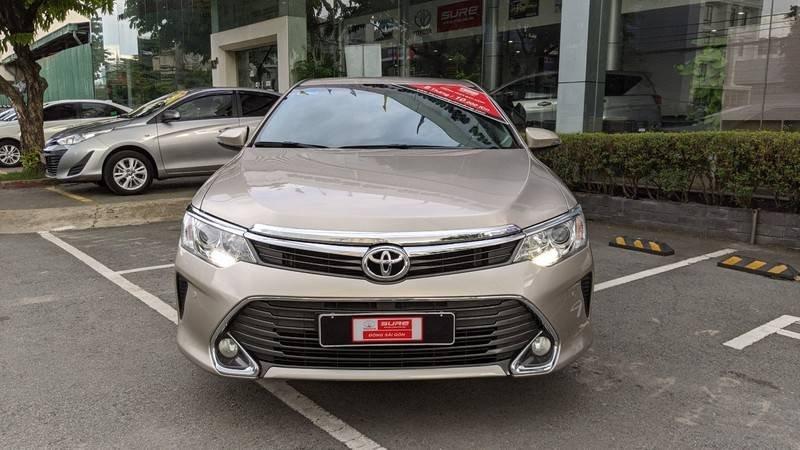 Cần bán xe Toyota Camry năm sản xuất 2016, màu ghi vàng, giá tốt (4)