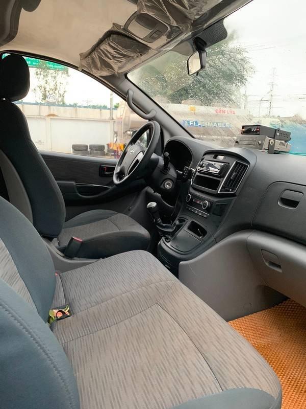Cần bán gấp xe cứu thương Hyundai Starex sản xuất 2017, màu trắng, nhập khẩu nguyên chiếc, giá tốt (4)