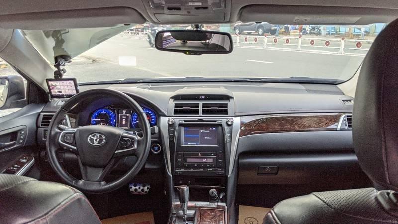 Cần bán xe Toyota Camry năm sản xuất 2016, màu ghi vàng, giá tốt (8)
