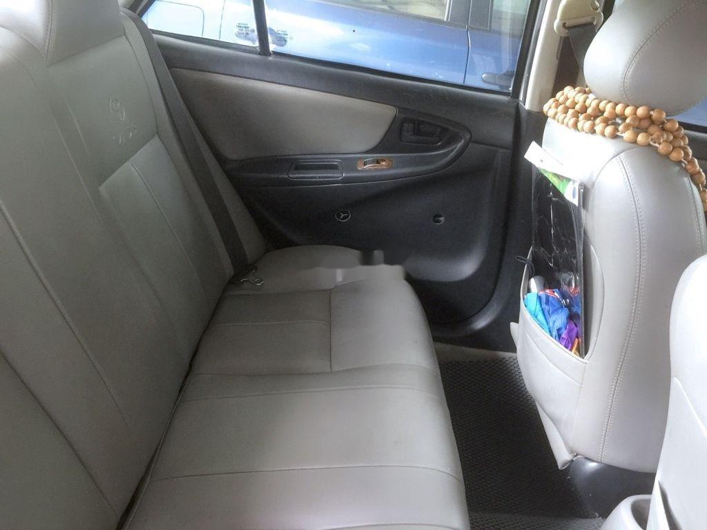 Cần bán Toyota Vios năm 2002, màu trắng, số sàn, giá tốt (5)