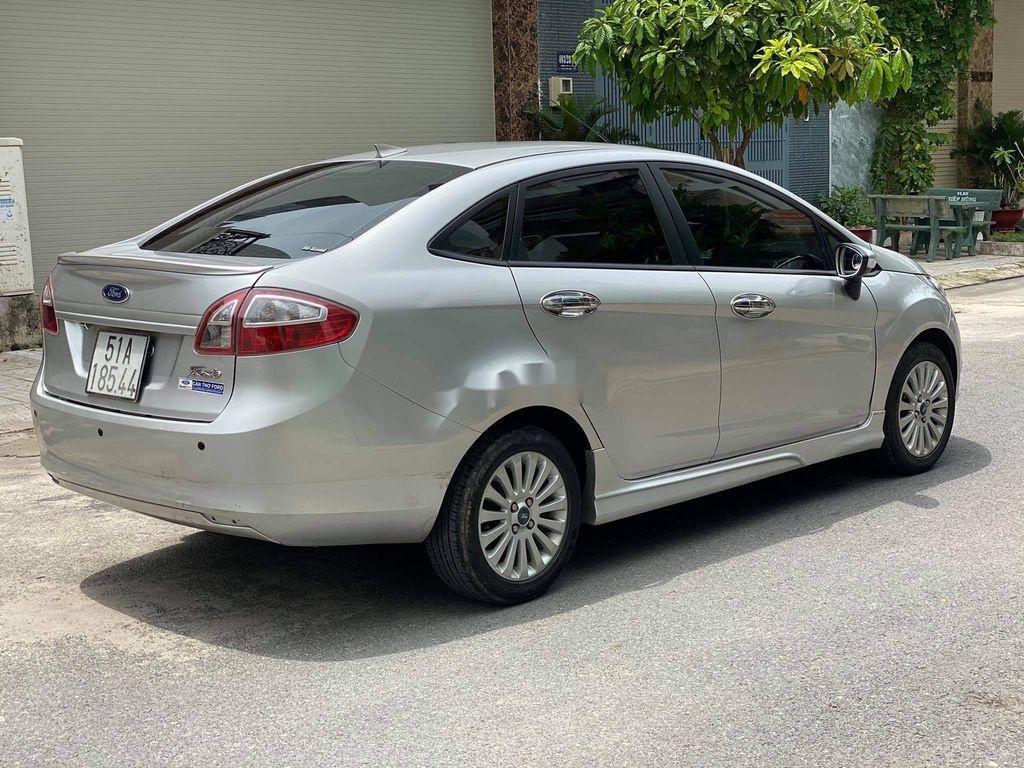 Cần bán lại xe Ford Fiesta 1.6 AT năm sản xuất 2011, màu bạc (9)