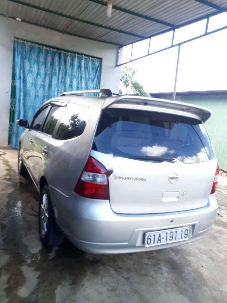 Gia đình bán Nissan Livina sản xuất 2011, màu bạc, xe nhập (4)