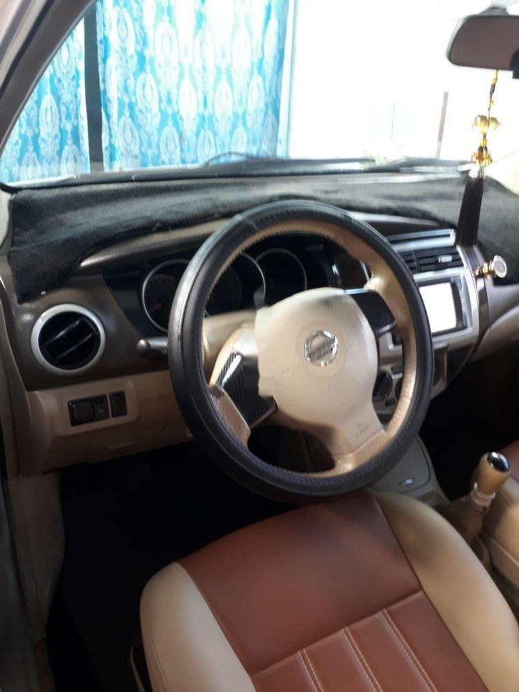 Gia đình bán Nissan Livina sản xuất 2011, màu bạc, xe nhập (9)