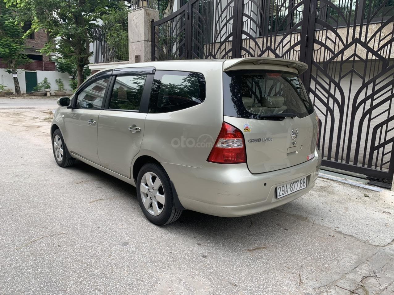 Bán Nissan Grand Livina năm 2011, số tự động 7 chỗ, chính chủ dùng (9)