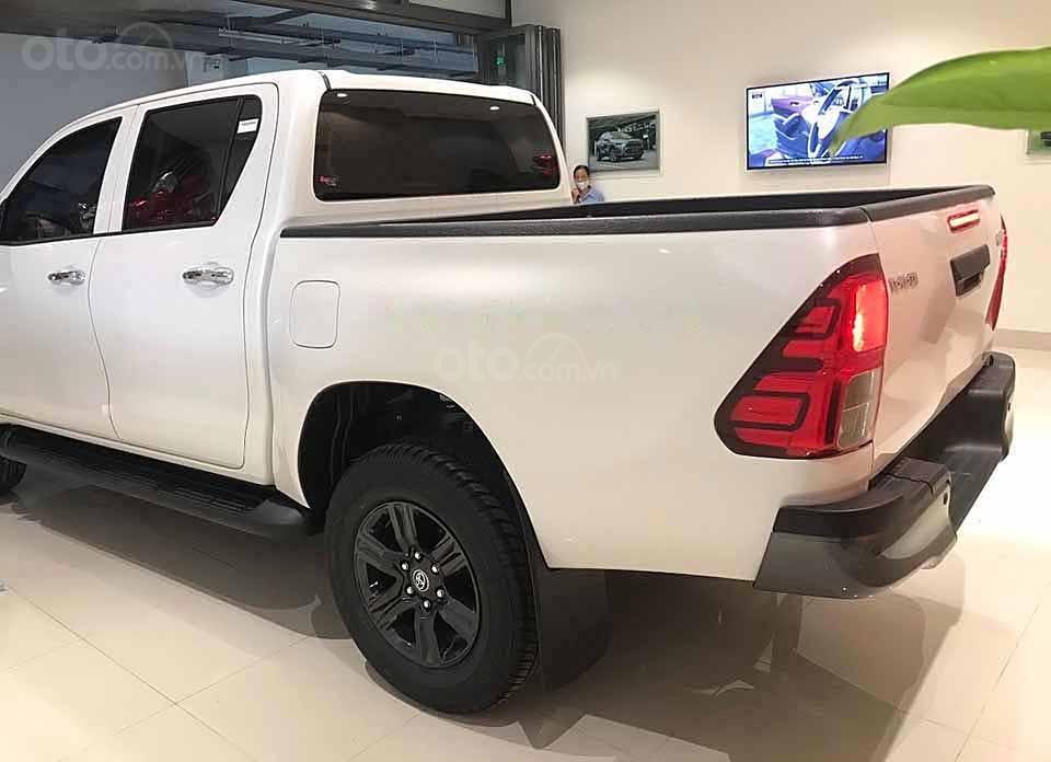 Bán ô tô Toyota Hilux 2.4AT sản xuất 2020, màu trắng, nhập khẩu nguyên chiếc giá cạnh tranh (2)
