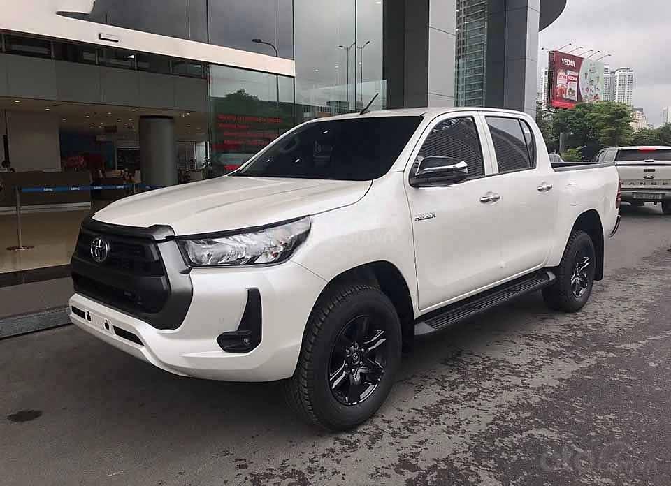 Bán ô tô Toyota Hilux 2.4AT sản xuất 2020, màu trắng, nhập khẩu nguyên chiếc giá cạnh tranh (1)