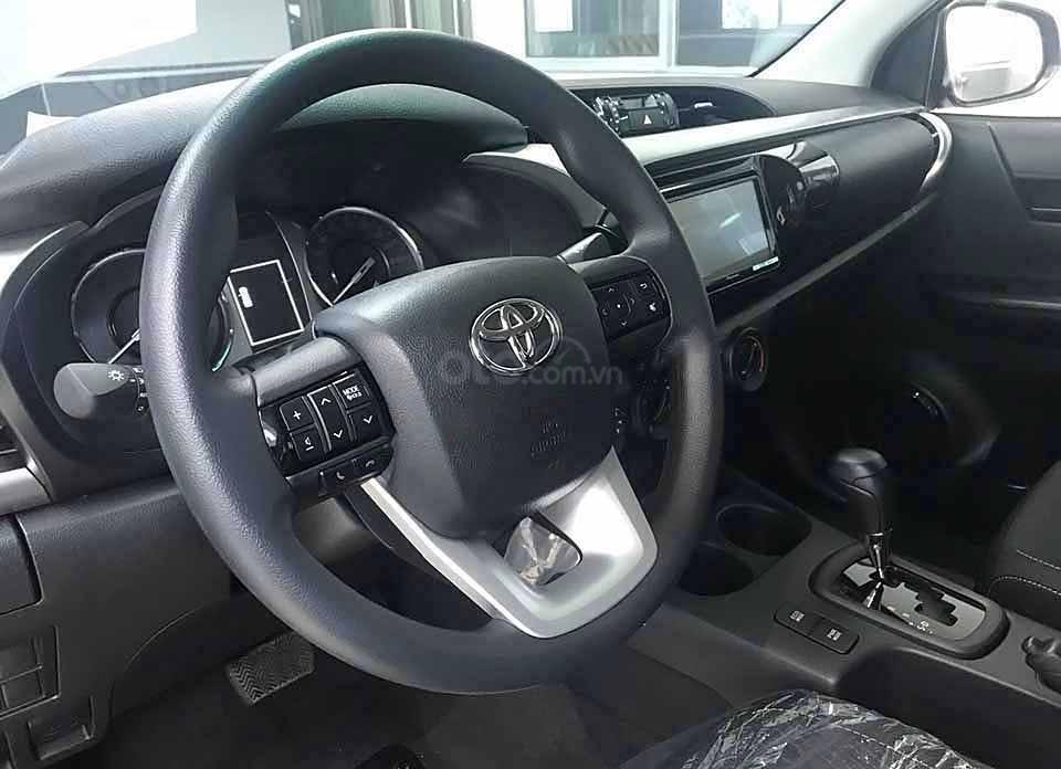 Bán ô tô Toyota Hilux 2.4AT sản xuất 2020, màu trắng, nhập khẩu nguyên chiếc giá cạnh tranh (4)