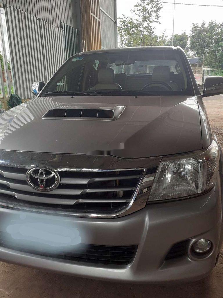 Bán Toyota Hilux năm sản xuất 2014, màu bạc, nhập khẩu  (1)