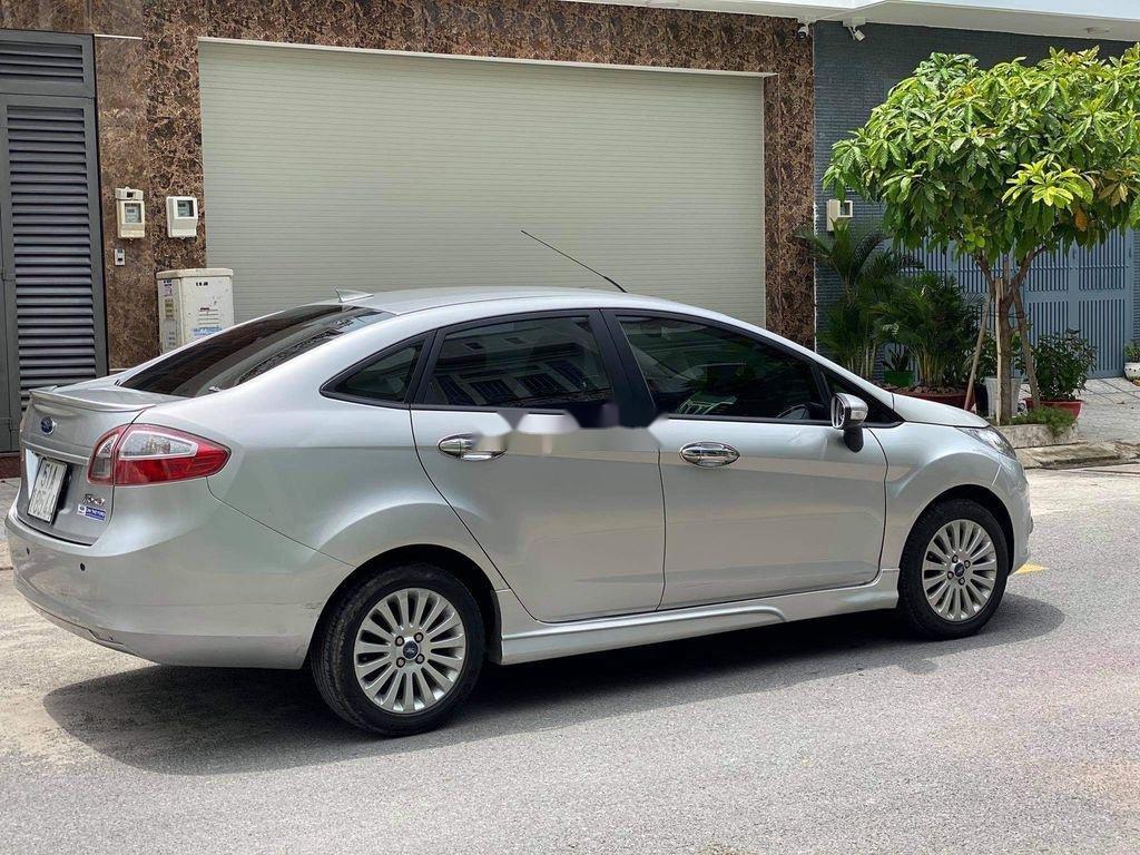 Cần bán lại xe Ford Fiesta 1.6 AT năm sản xuất 2011, màu bạc (3)