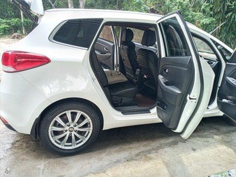 Cần bán lại xe Kia Rondo đời 2016, màu trắng, nhập khẩu nguyên chiếc (14)