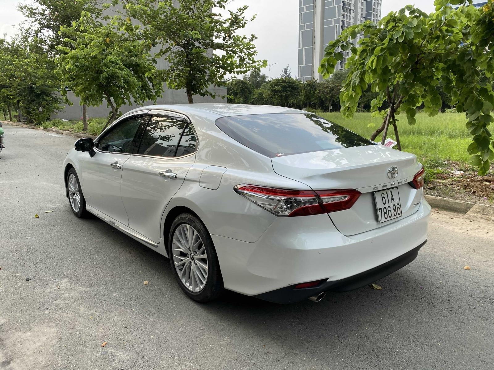Bán ô tô Toyota Camry năm 2020, màu trắng, ít sử dụng, giá 1 tỷ 290 triệu đồng (3)