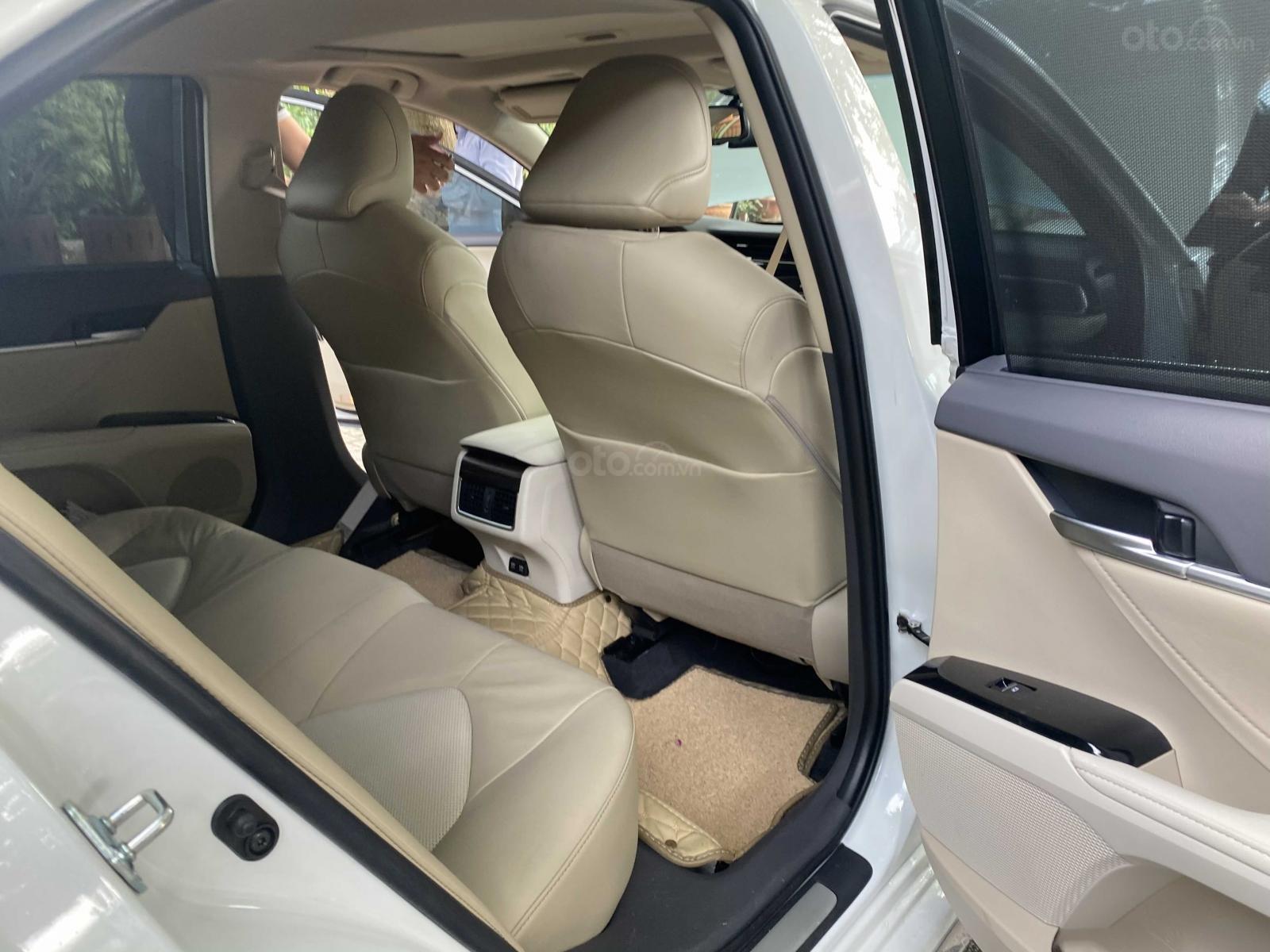 Bán ô tô Toyota Camry năm 2020, màu trắng, ít sử dụng, giá 1 tỷ 290 triệu đồng (8)