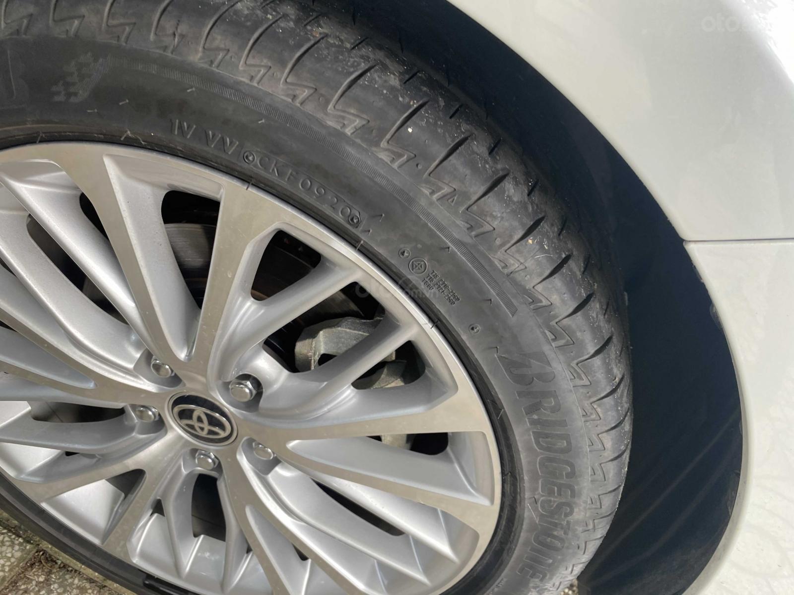 Bán ô tô Toyota Camry năm 2020, màu trắng, ít sử dụng, giá 1 tỷ 290 triệu đồng (12)