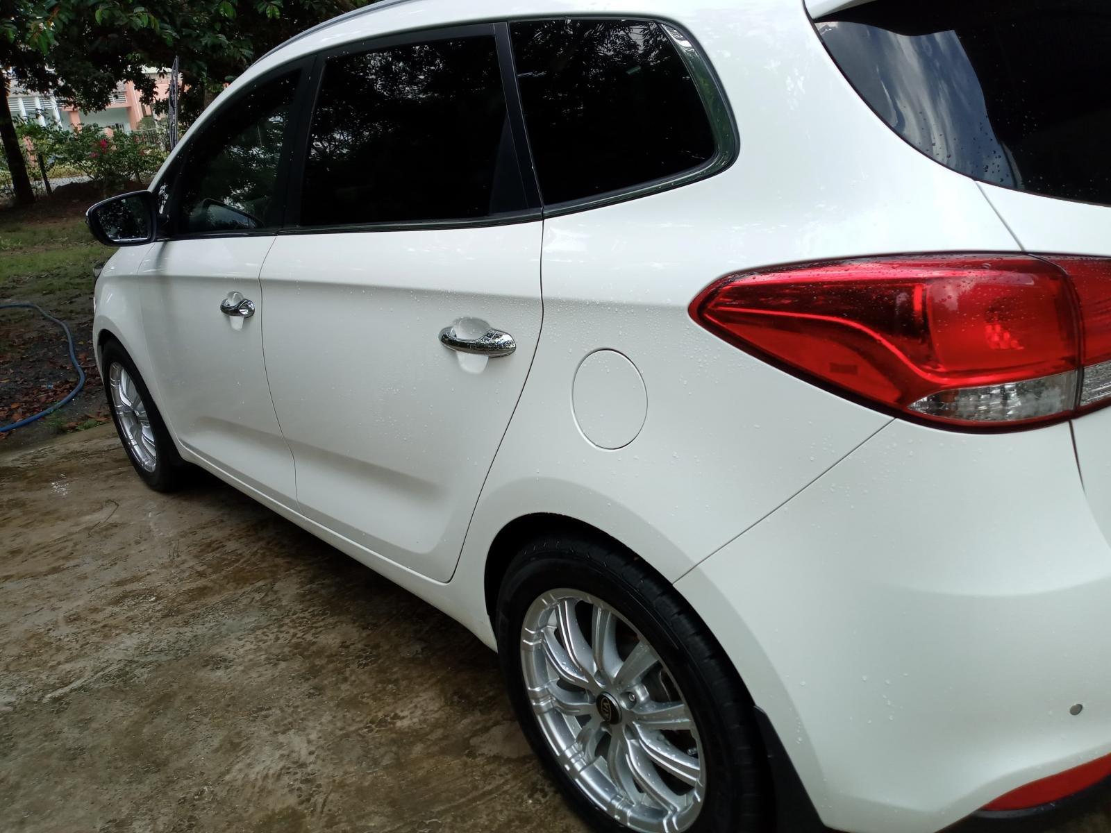 Cần bán lại xe Kia Rondo đời 2016, màu trắng, nhập khẩu nguyên chiếc (1)