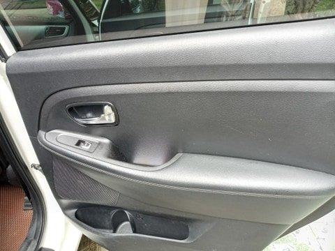 Cần bán lại xe Kia Rondo đời 2016, màu trắng, nhập khẩu nguyên chiếc (12)