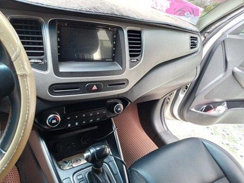 Cần bán lại xe Kia Rondo đời 2016, màu trắng, nhập khẩu nguyên chiếc (13)