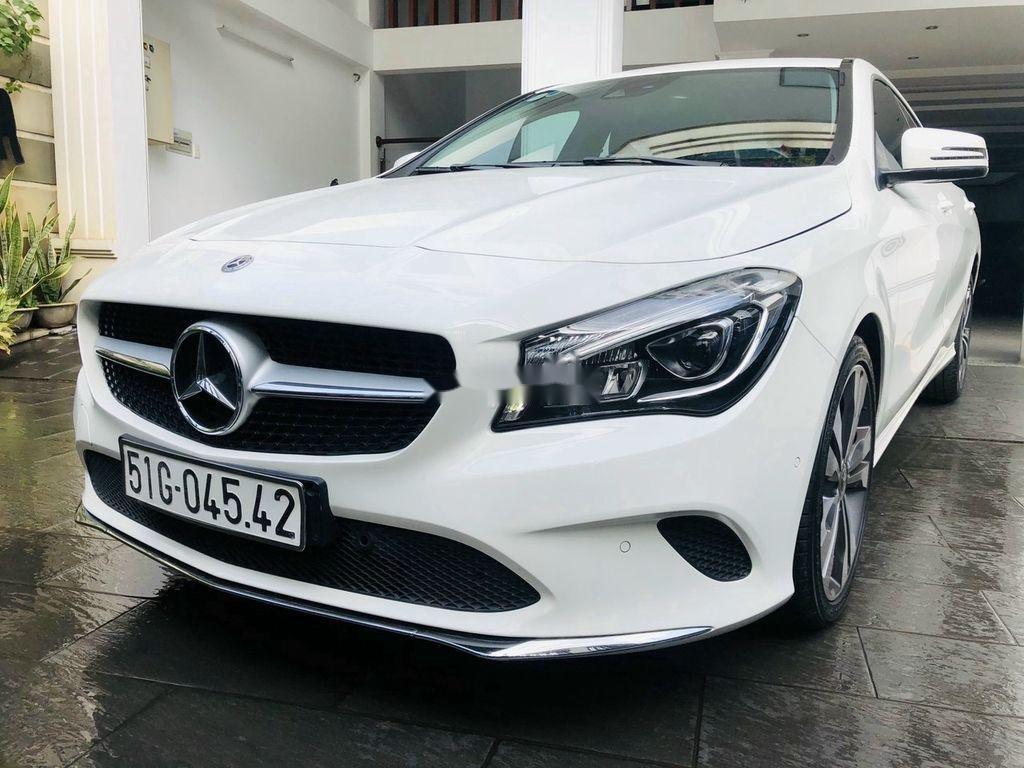 Bán Mercedes GLA 200 năm 2018, màu trắng, nhập khẩu   (2)