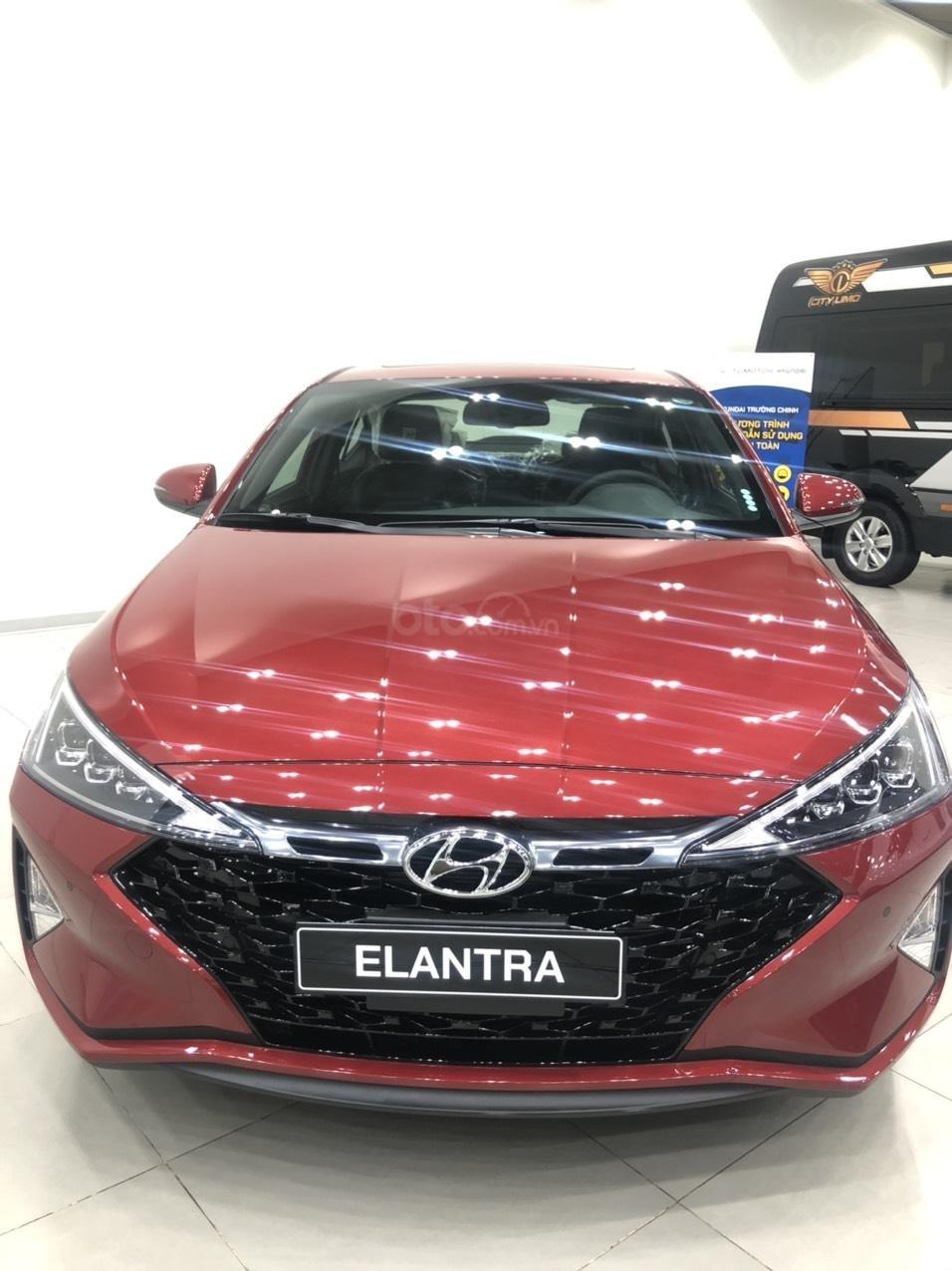 Bán Hyundai Elantra AT đời 2020, màu đỏ (1)