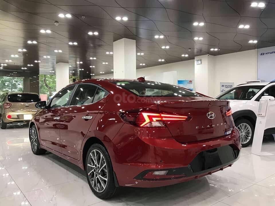 Bán Hyundai Elantra AT đời 2020, màu đỏ (2)