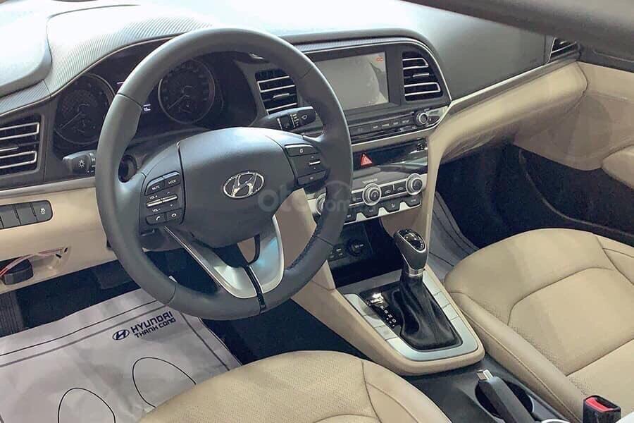 Bán Hyundai Elantra AT đời 2020, màu đỏ (4)