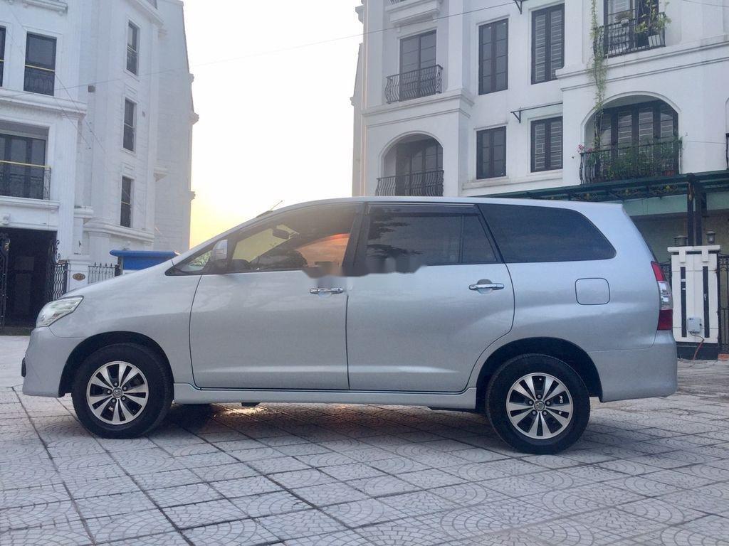 Xe Toyota Innova năm sản xuất 2016 còn mới (3)