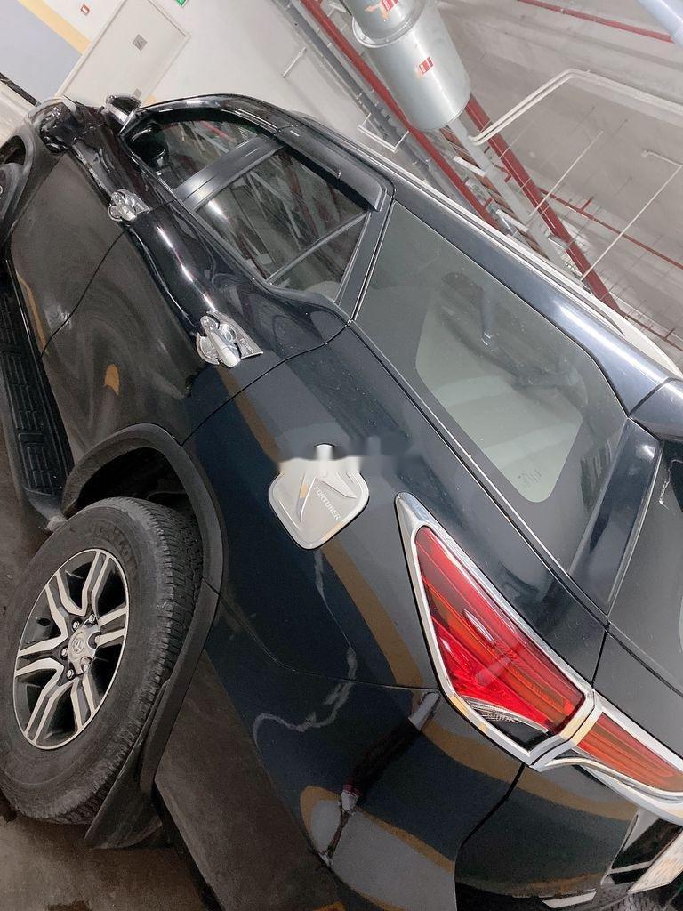 Gia đình bán xe Toyota Fortuner sản xuất 2017, màu đen (2)