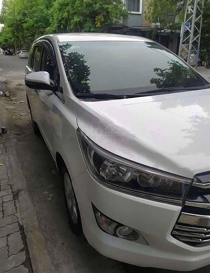 Cần bán xe Toyota Innova sản xuất 2018, màu trắng xe gia đình (4)