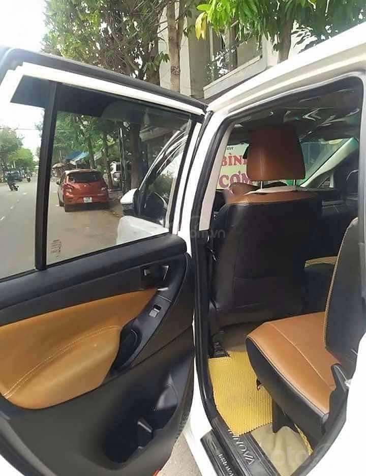 Cần bán xe Toyota Innova sản xuất 2018, màu trắng xe gia đình (3)