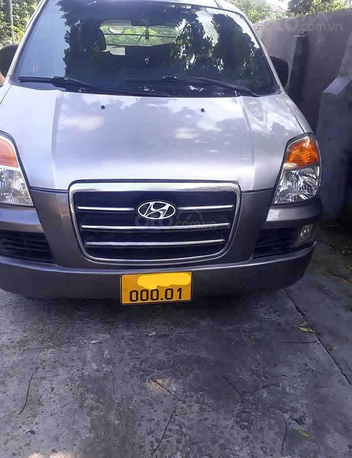 Bán Hyundai Starex năm sản xuất 2004, màu bạc, xe nhập xe gia đình (1)