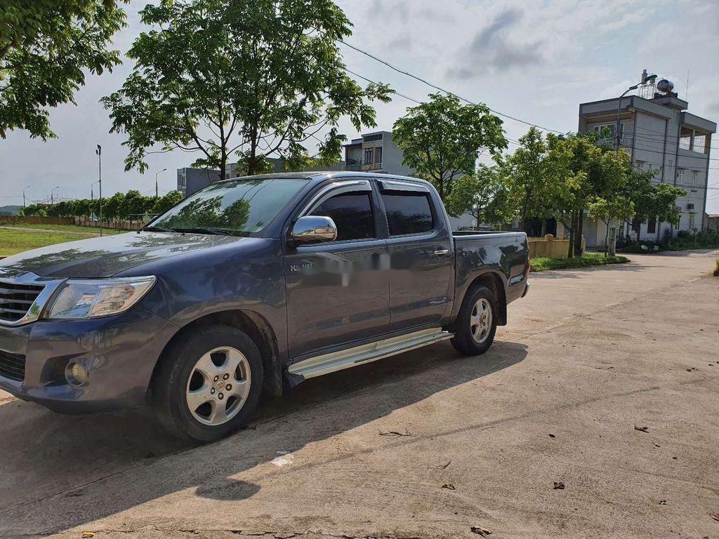 Bán Toyota Hilux đời 2012, màu xám, xe nhập số sàn (3)