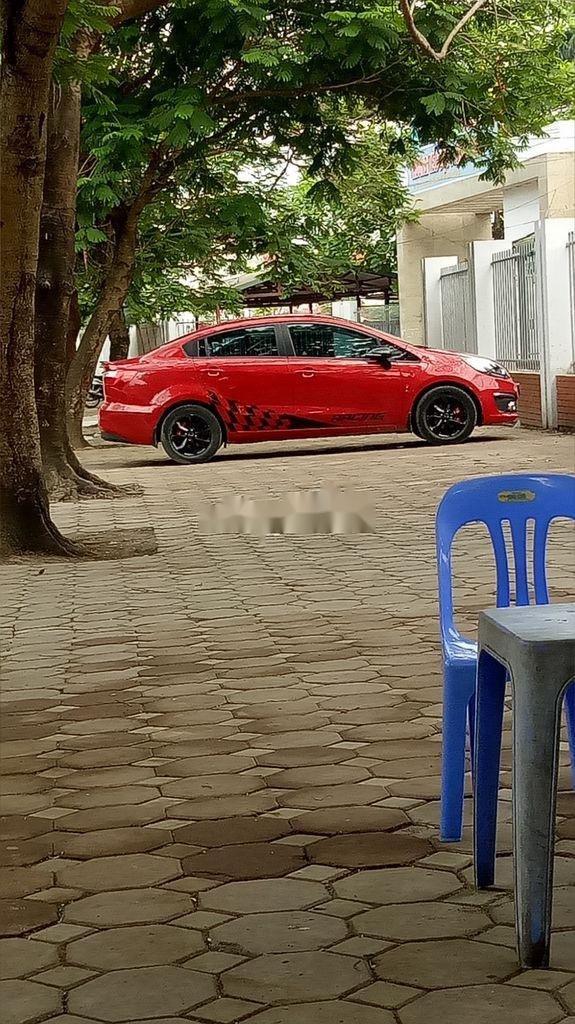 Cần bán gấp Kia Rio năm sản xuất 2015, màu đỏ  (3)