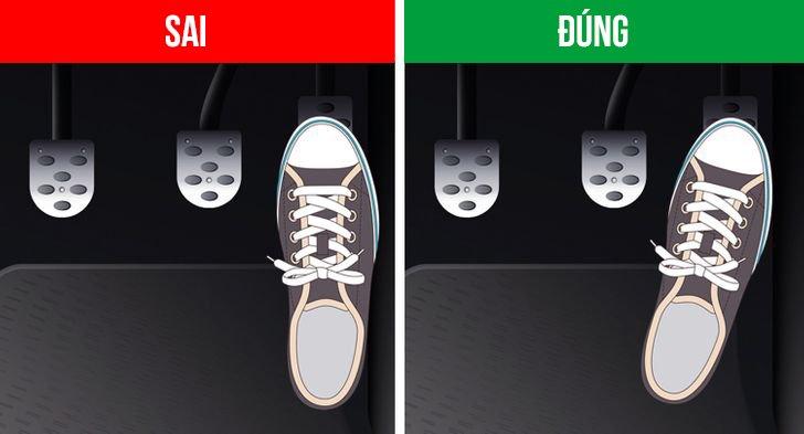 Giữ gót chân khi chuyển từ chân ga sang chân phanh.