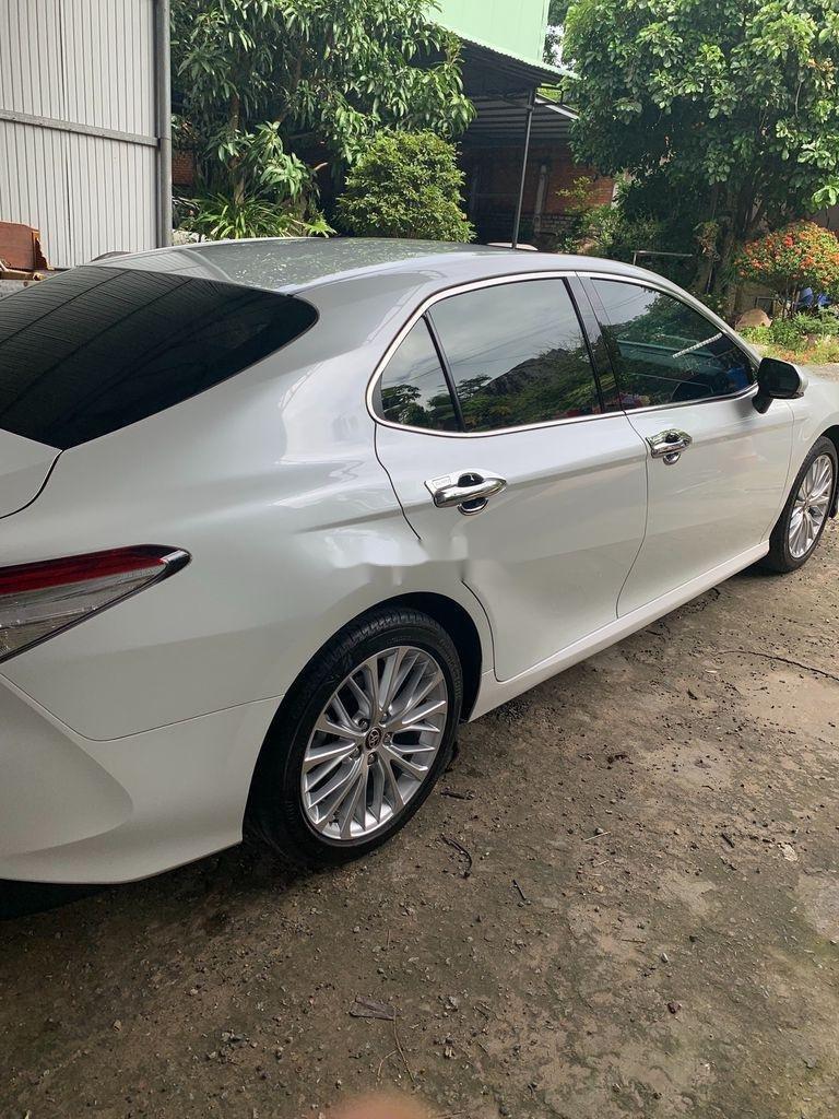 Cần bán gấp Toyota Camry năm 2019, màu trắng, xe nhập (4)