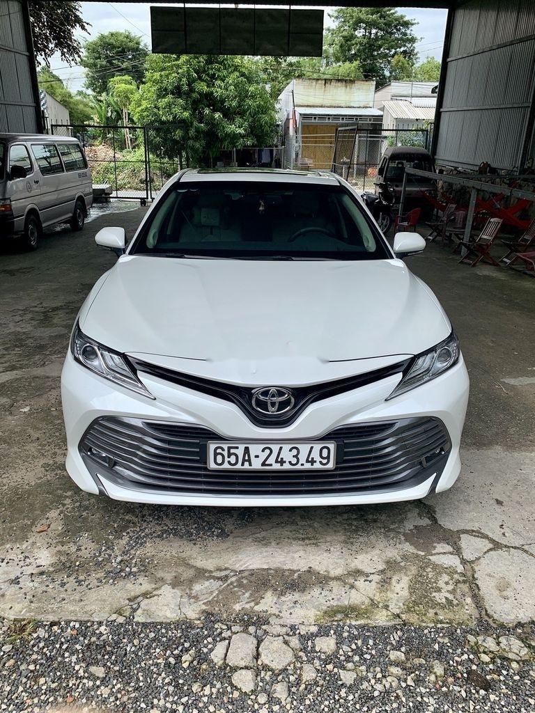 Cần bán gấp Toyota Camry năm 2019, màu trắng, xe nhập (1)
