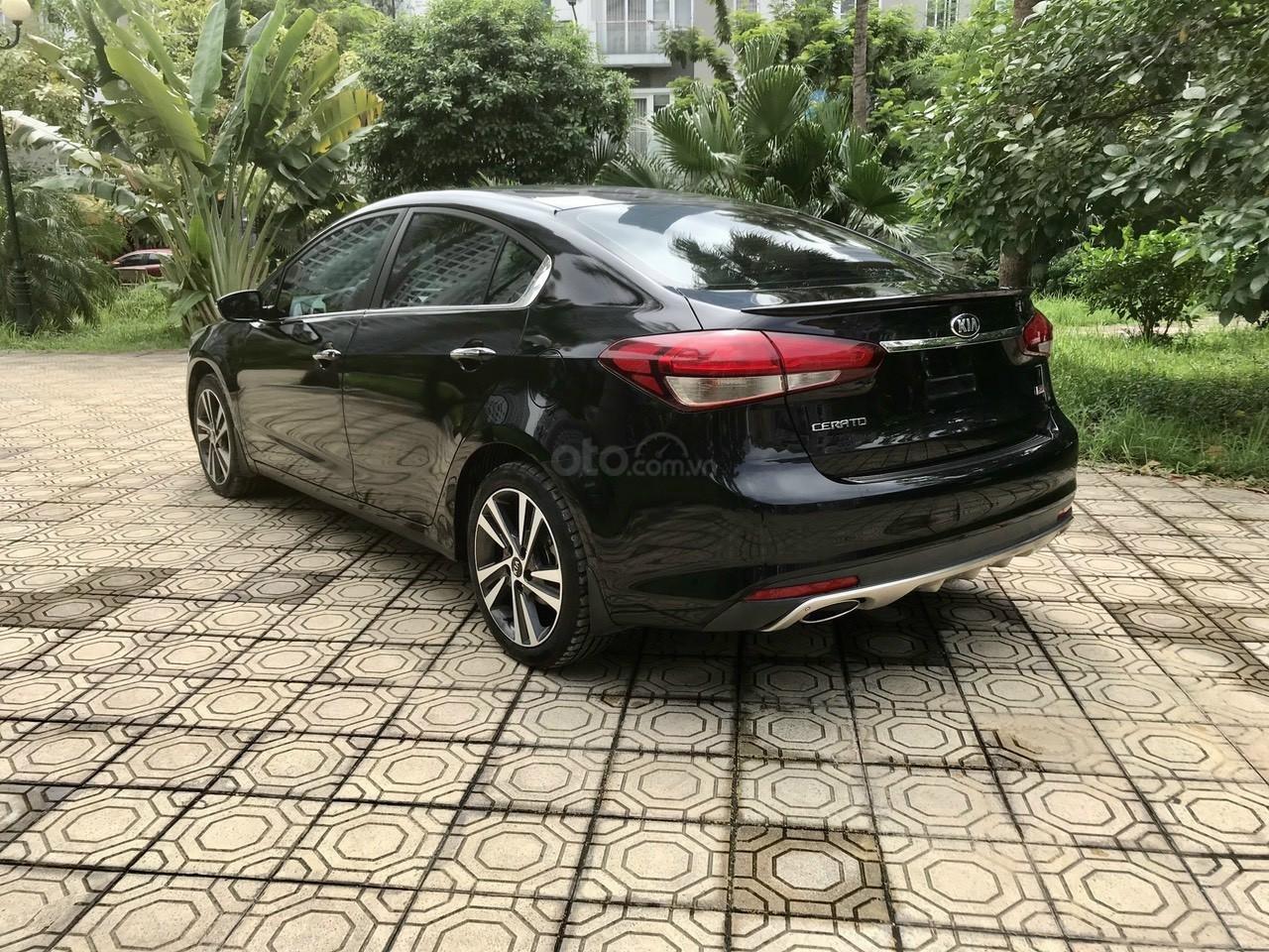 Cần bán lại xe Kia Cerato đời 2017, màu đen, giá tốt (9)