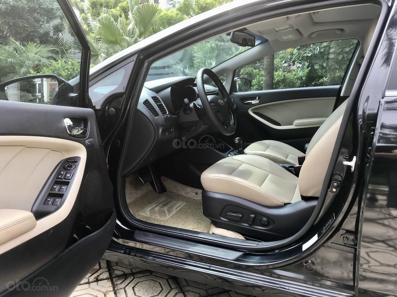 Cần bán lại xe Kia Cerato đời 2017, màu đen, giá tốt (13)