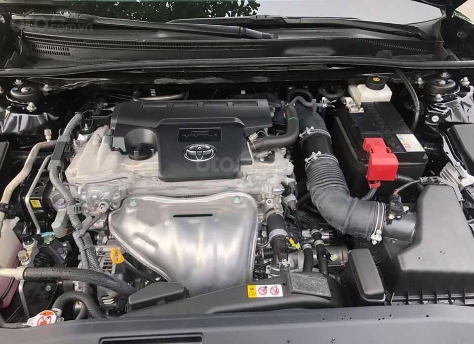 Cần bán xe Toyota Camry AT đời 2019, màu đen còn mới (3)