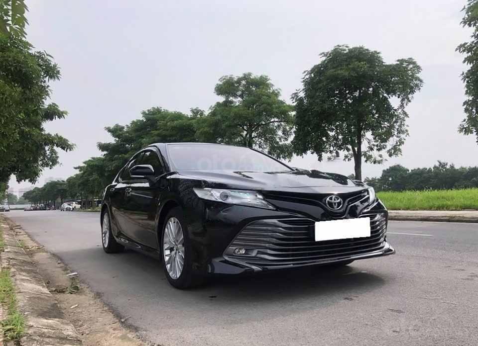 Cần bán xe Toyota Camry AT đời 2019, màu đen còn mới (5)