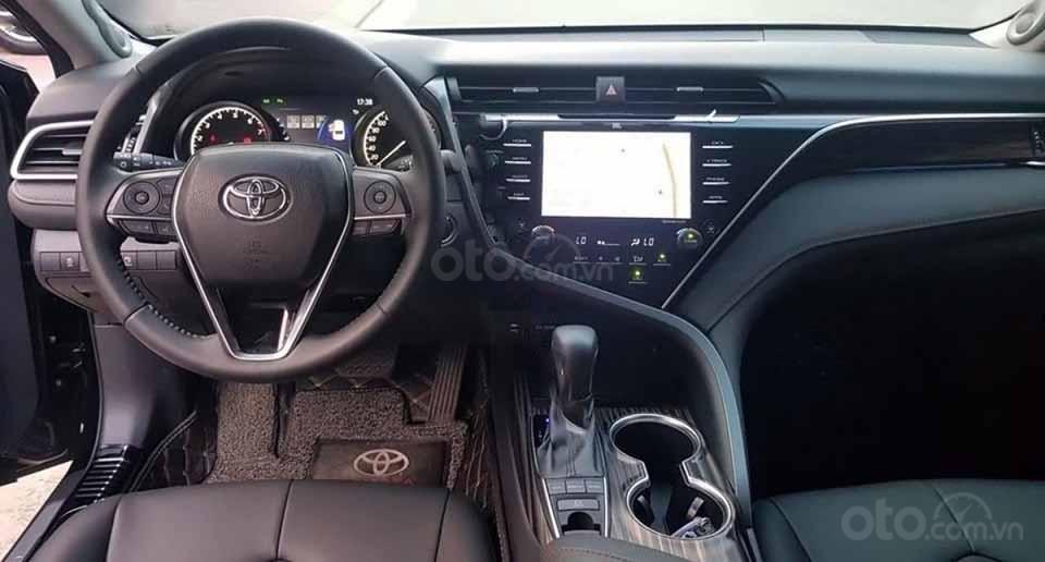 Cần bán xe Toyota Camry AT đời 2019, màu đen còn mới (2)