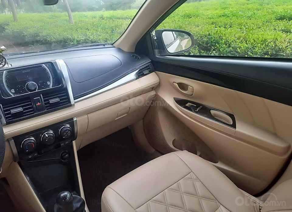 Cần bán lại xe Toyota Vios 1.5E sản xuất 2016, màu vàng cát   (2)
