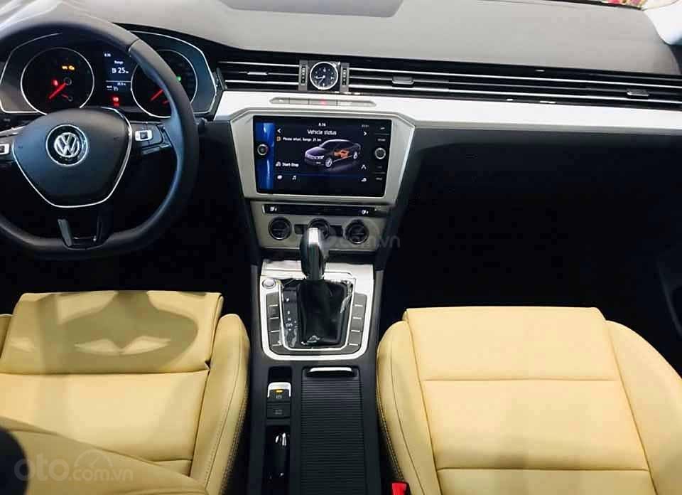 Bán Volkswagen Passat 1.8 Bluemotion 2018, màu đen, nhập khẩu (2)