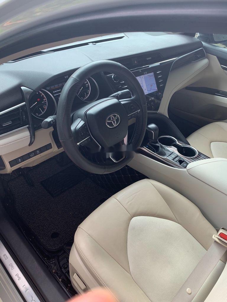 Cần bán gấp Toyota Camry năm 2019, màu trắng, xe nhập (6)