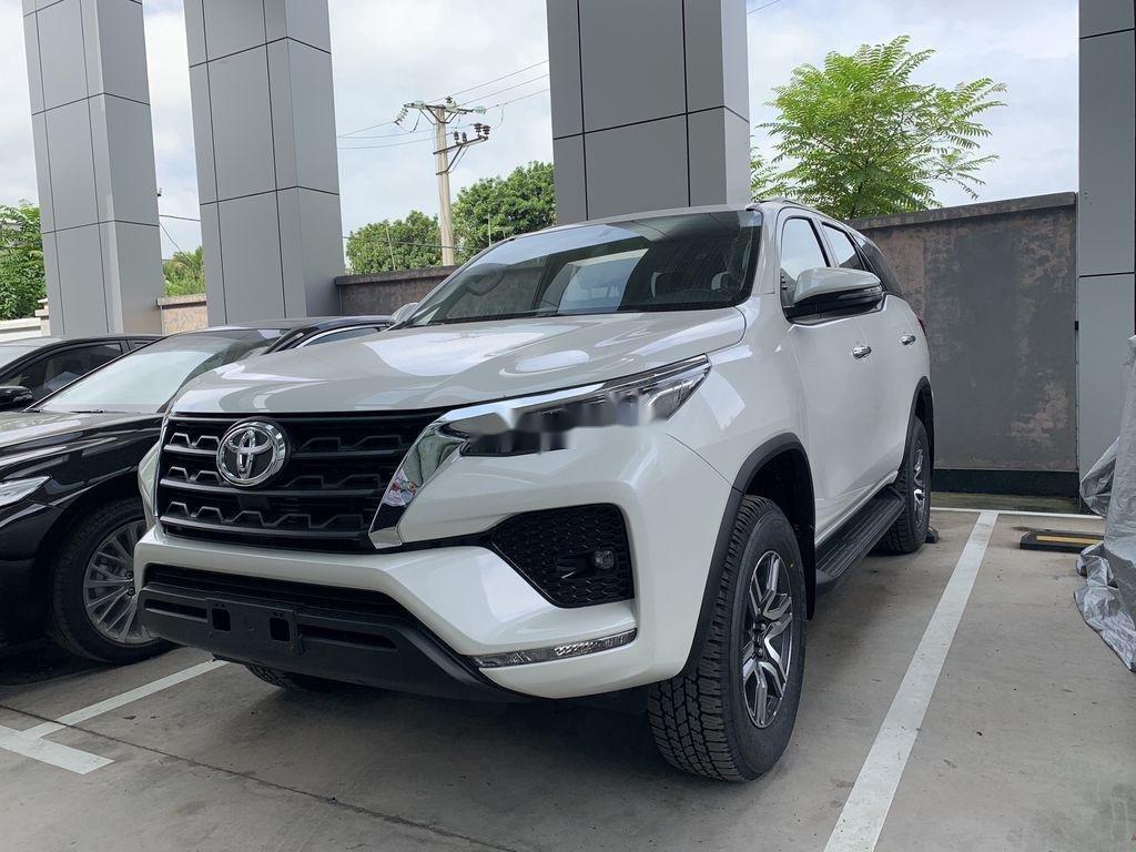 Cần bán xe Toyota Fortuner sản xuất 2020, màu trắng, giá tốt (2)
