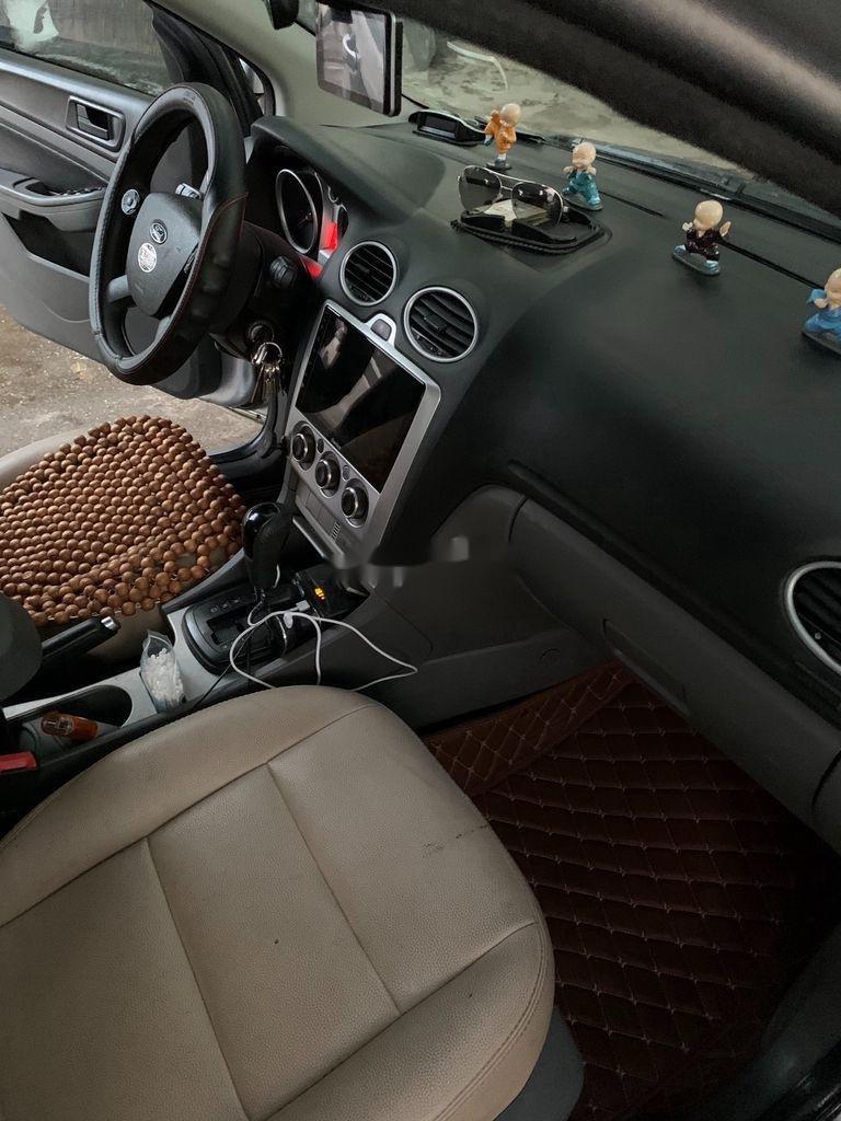 Cần bán Ford Focus năm sản xuất 2010, màu bạc, 285 triệu (3)