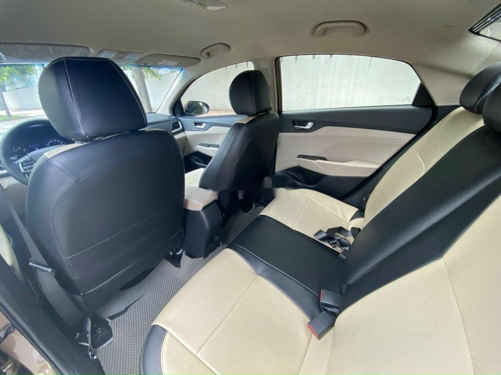 Cần bán lại xe Hyundai Accent 1.4 AT đời 2018, màu vàng cát (7)