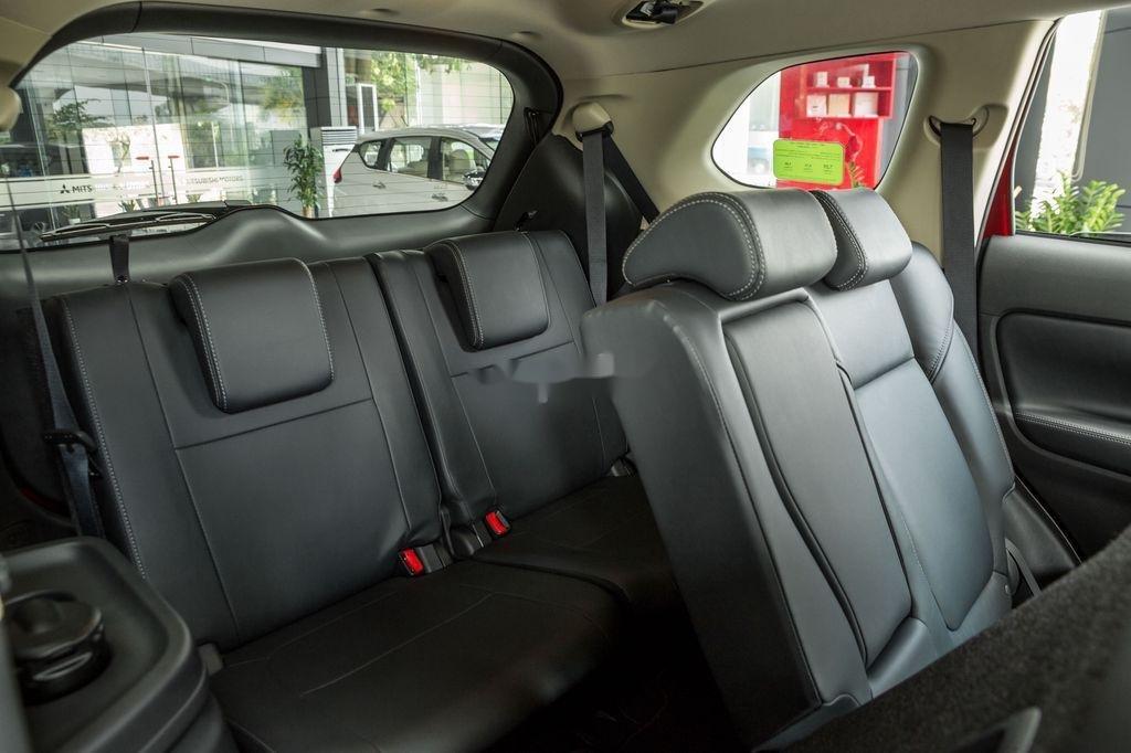 Cần bán xe Mitsubishi Outlander sản xuất năm 2020, màu trắng, 825 triệu (7)