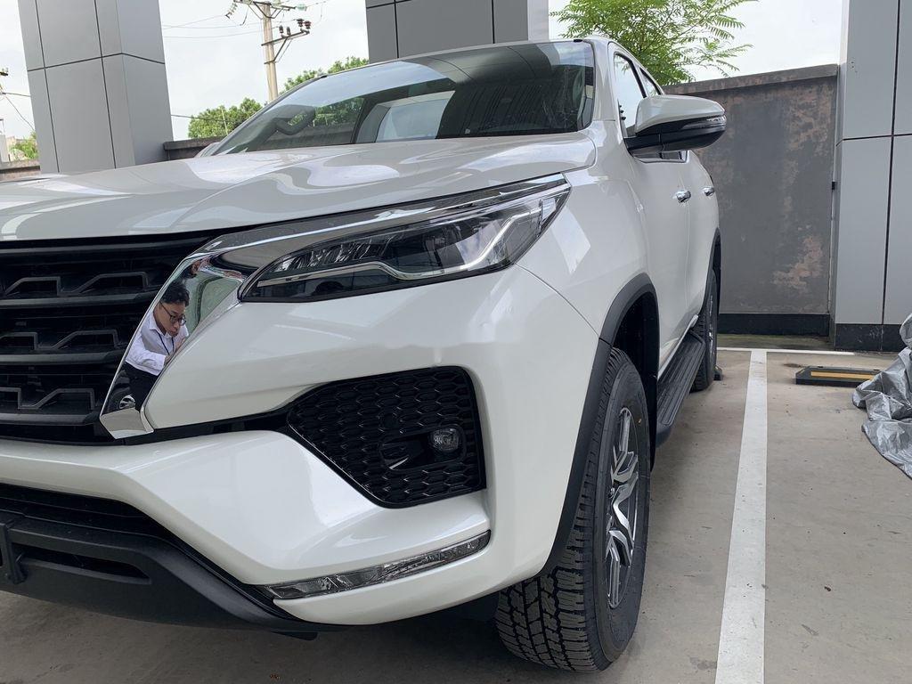 Cần bán xe Toyota Fortuner sản xuất 2020, màu trắng, giá tốt (3)