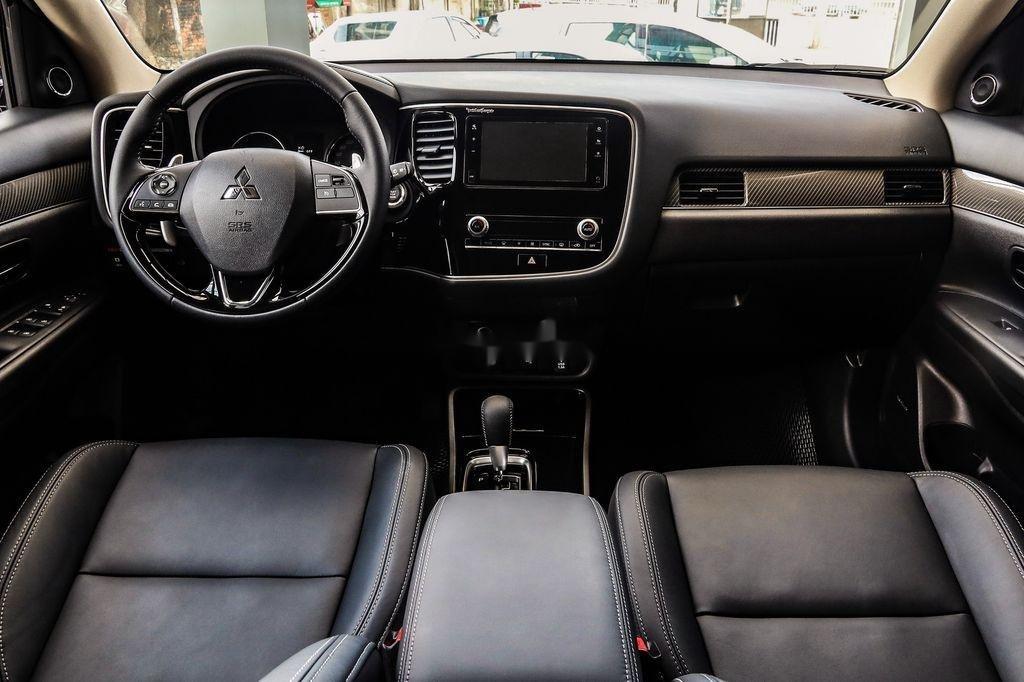 Cần bán xe Mitsubishi Outlander sản xuất năm 2020, màu trắng, 825 triệu (4)