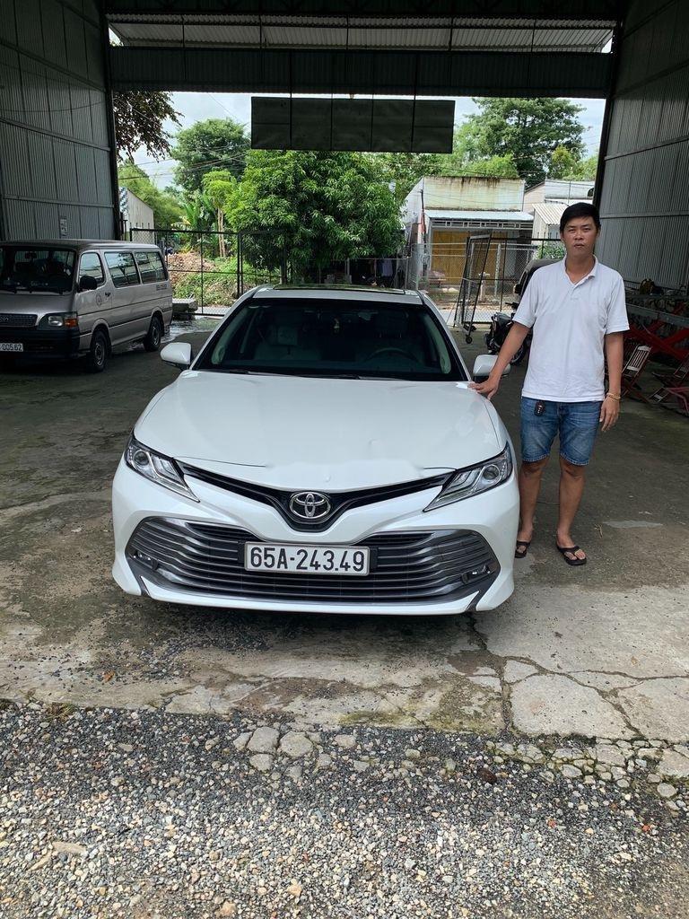 Cần bán gấp Toyota Camry năm 2019, màu trắng, xe nhập (10)