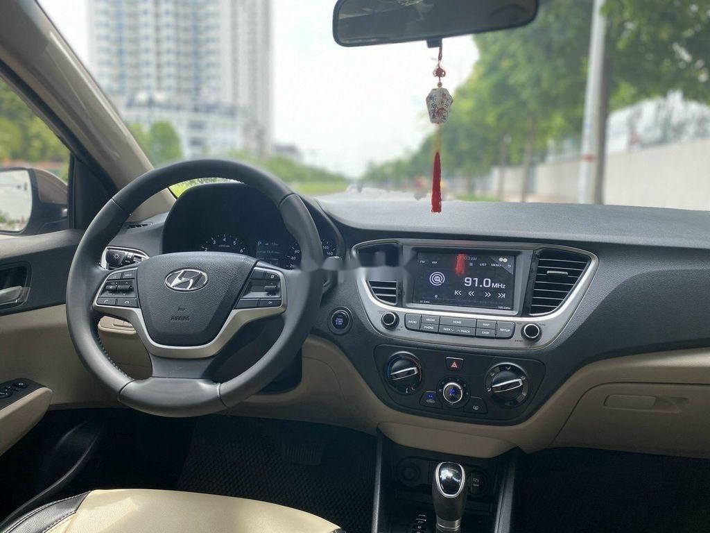 Cần bán lại xe Hyundai Accent 1.4 AT đời 2018, màu vàng cát (11)